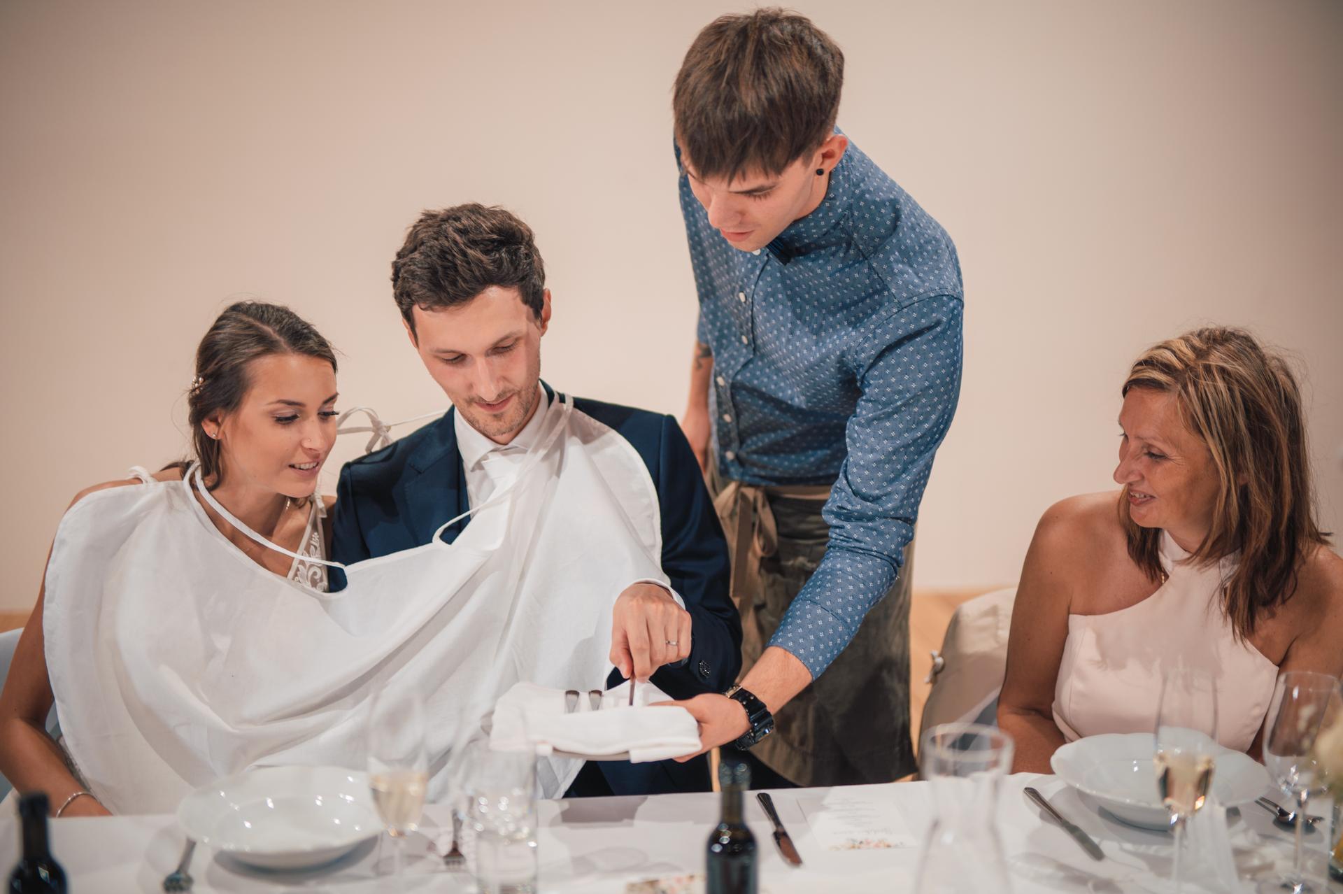 Další fotky z naší svatby - Vyberte si příbor na polévku.