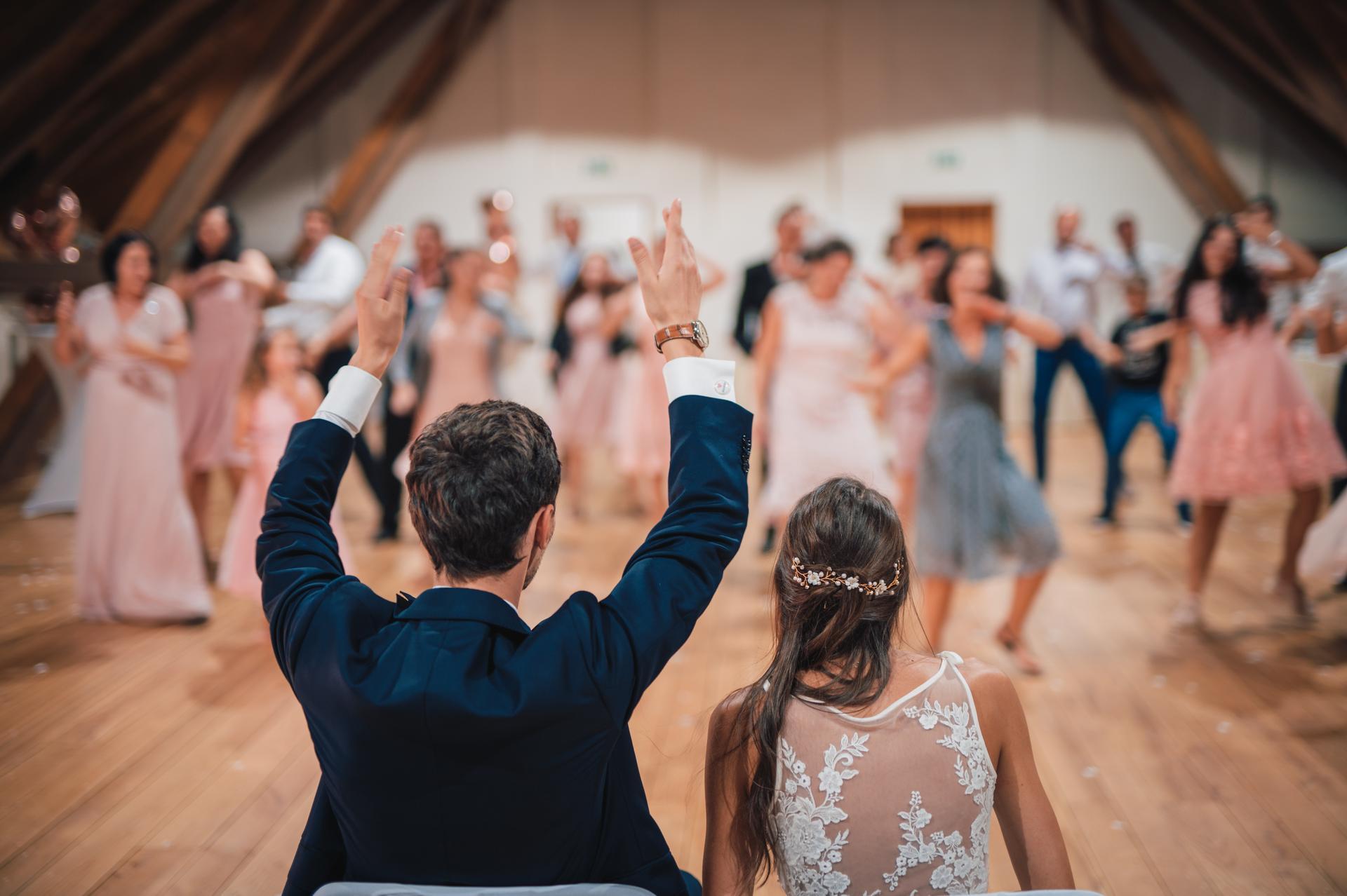 Další fotky z naší svatby - A jako poslední překvapení byl tanec všech svatebčanů na mojí oblíbenou písničku. :)