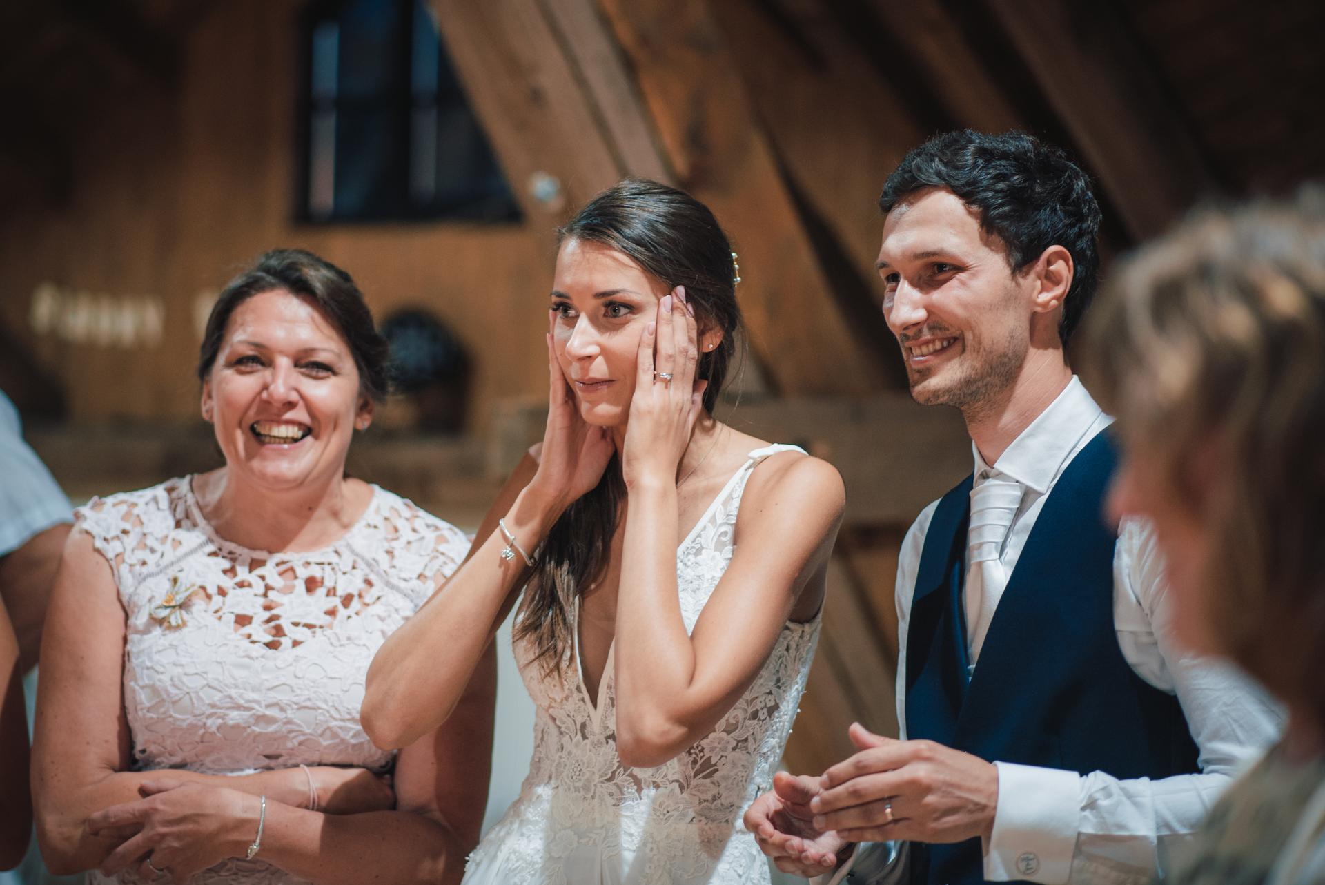 Další fotky z naší svatby - Můj výraz u vystoupení iluzionisty a kouzelníka Radka Bakaláře.