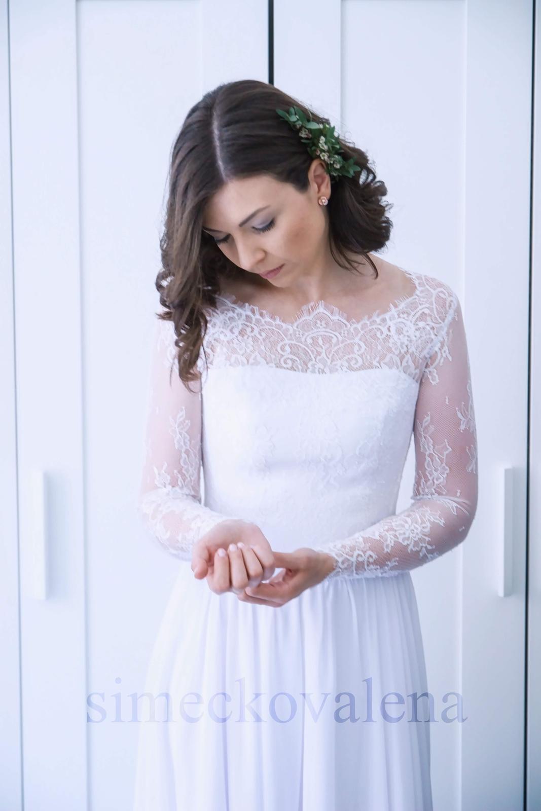 Svatební šaty s dlouhým krajkovým rukávkem - Obrázek č. 1