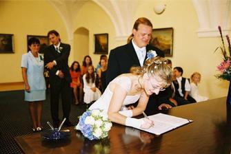 chvíli jsem přemýšlela jak se podepsat, i když matrikářka napověděla. Nakonec jsem se trefila :-)