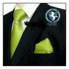 kravata a kapesníček pro ženicha
