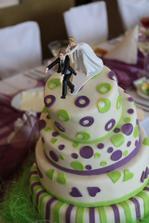 Hlavní svatební dort :) jen ty figurky nepřežili máme schované, slepené jen ženich nemá ruku