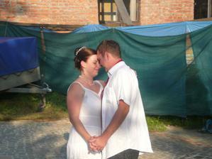 První manželský tanec (už vyletnění - měli jsme asi 30°C :-) )