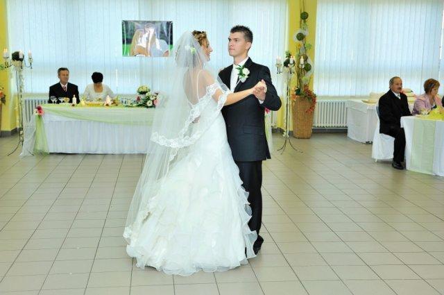 Elena Macková{{_AND_}}Peter Magura - Prvý tanec