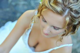 Tu vraj fotograf fotil make-up-alebo možno výstrih? :-)