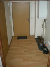 pohľad od kuchyne na vchodové dvere