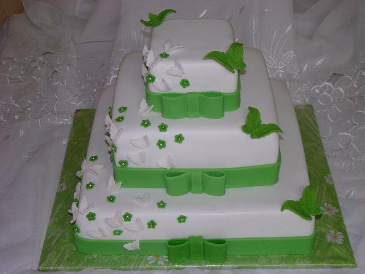 Katka a Maroš - prípravy - Takáto tortička, ale iba 2 poschodia a svetlejšia zelená.