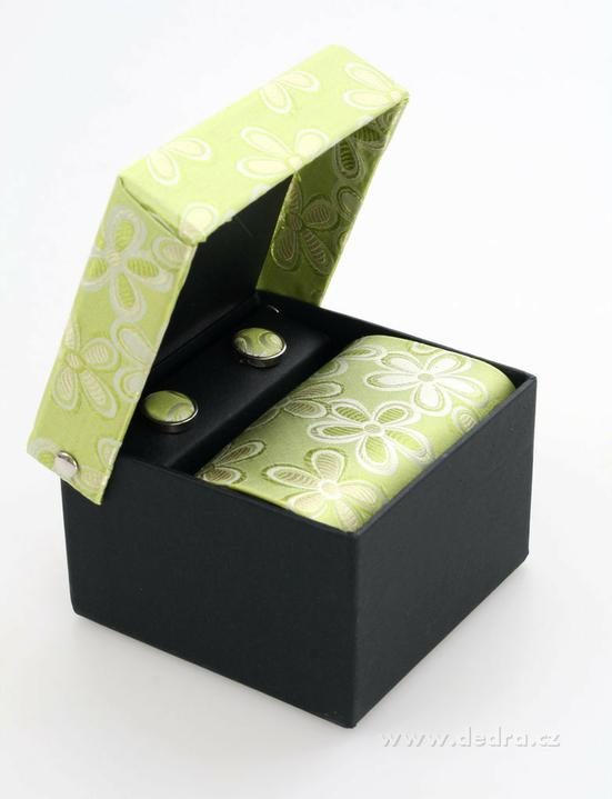 Katka a Maroš - prípravy - Takúto kravatu mám vyhliadnutú pre drahého. Myslíte, že sa bude hodiť k tým mojim šatám s kvetovou sukňou?