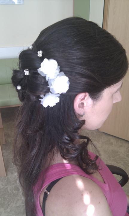 Katka a Maroš - prípravy - a ružičky...rozmýšľam síce nad živou ružou, ale dobre to vyzerá aj takto..uvidíme