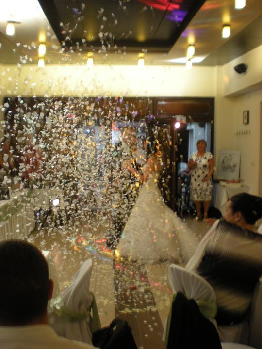 Katka{{_AND_}}Marián - mladomanželský tanec a konfety :D