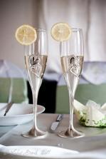 naše nádherné poháre...jeden sa mi po svadbe podarilo hneď rozbiť :-(