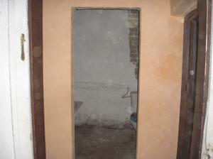 Mini WC spojené s koupelnou-my necháme pouze samostatné wc a příčku pryč