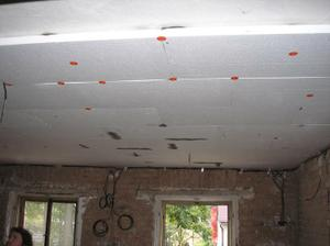 Sem tam rozdíl 5cm na stropu u nás byl úplně běžný případ