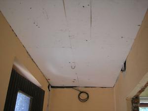 Začátek stropu v předsíni