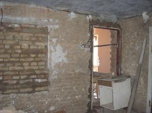 Zazděný okno a futra z předsíňe do obáváku
