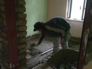 Betonování podlahy v ložnici
