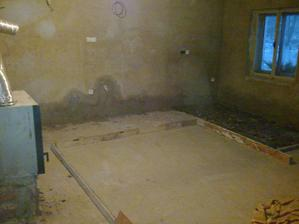 Příprava na betonováni v kuchyni a u krbu