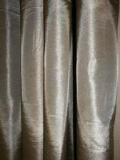 Detail nového zlatobéžovýho závěsu,ještě sehnat přehoz na postel ve stejné barvě...