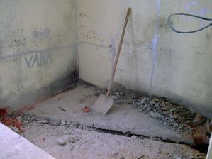 Začátek odpadů a vody v koupelně