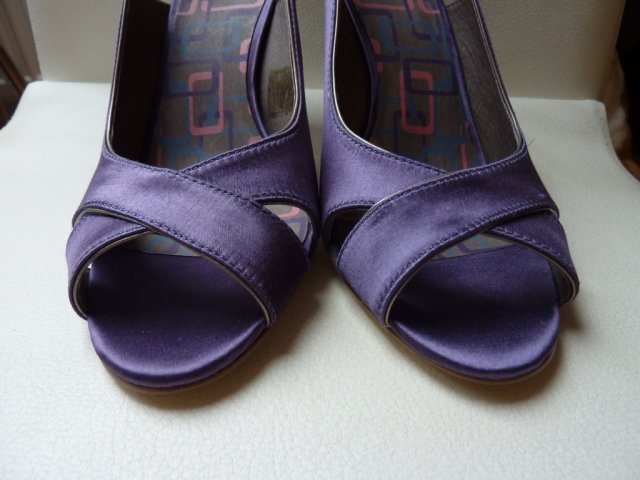 Ifoun - Boty detail - ta fialové je jasnější, akorát ke kytce