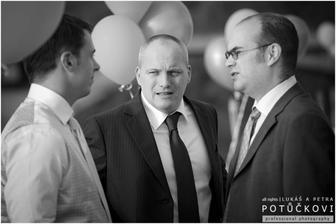 Ženich se svědkem a kamarádek - klasická trojka :)