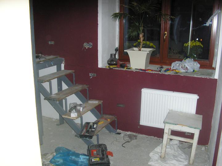 Začínáme s rekonstrukcí.. - schody do ložnice...