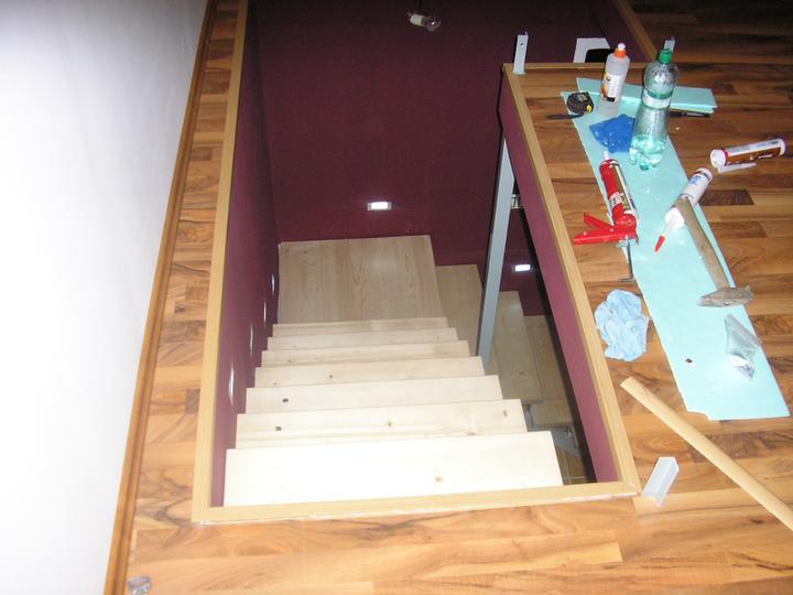 Začínáme s rekonstrukcí.. - pohled z ložnice dolů