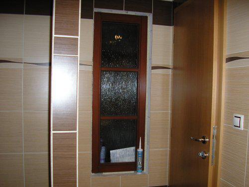 Začínáme s rekonstrukcí.. - vlevo sprchový kout-ještě chybí dveře
