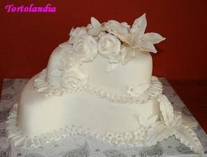 krásna torta...len keby bola ozdobená do fialova