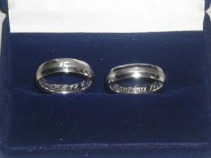 prstýnky jsou z bílého zlata, já mam i briliantík :-))