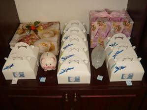 dodělané krabičky na výslužky se svatebními dary
