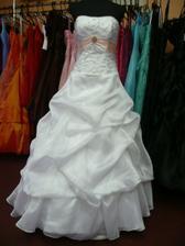 ...to jsou moje šaty...láska na první pohled :-)