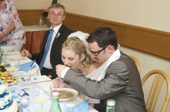 ..a pak se najedla i nevěsta..