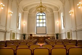 Novobarokní aula uvnitř...zatím favorit