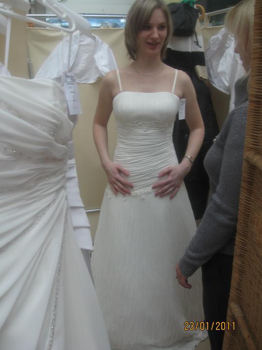 Zkouška šatů - Madora - model 1015 - tyhle to nebudou
