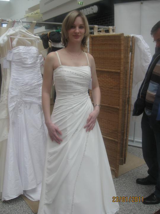 Zkouška šatů - Madora - tyhle taky ne - i když na ples by se mi moc líbily