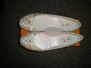 ..neodolala jsem a koupila si balerínky..