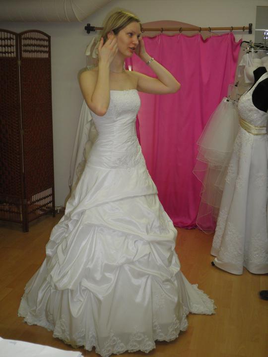 Zkouška šatů - první kolo - Šaty č.1 zepředu