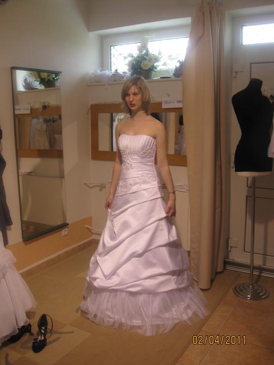 Zkouška šatů - Madora - ..nádherný korzet - dlouho jsem o nich uvažovala..