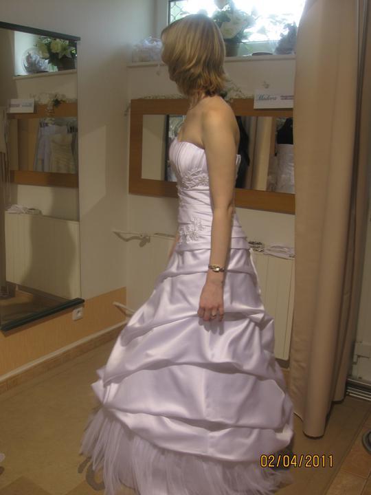 Zkouška šatů - Madora - ..jen bych si je nechala ušít celé ze saténu, bez toho tylu dole..