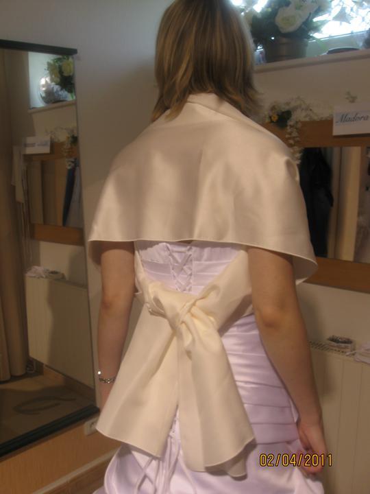 Zkouška šatů - Madora - ..byl by bílý a né tahle barva
