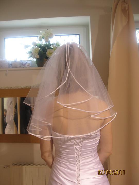Zkouška šatů - Madora - a jaký zavoj?..tenhle je asi moc krátky..
