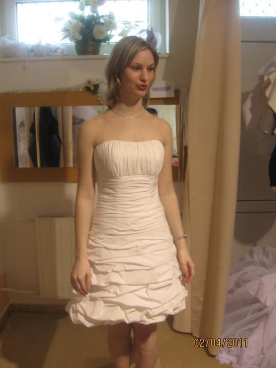 Zkouška šatů - Madora - ..1095..daly by se ušít i dlouhé..