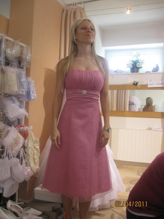 Zkouška šatů - Madora - ..tyhle delší jí sedí asi víc..
