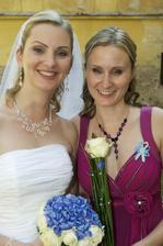 ..s moji super sestřičkou a svědkyní..