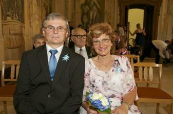 ..rodiče nevěsty..tatínek byl až do přípitku trošičku nervózní ;-)
