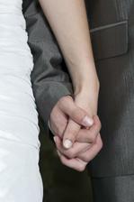 ..ruku v ruce společným životem..