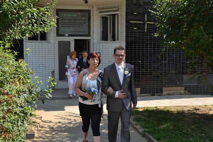 Peťulka{{_AND_}}Karel - ..a vyrážíme na obřad..ženich s maminkou..