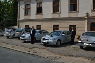 ..naše limuzíny s řidiči..